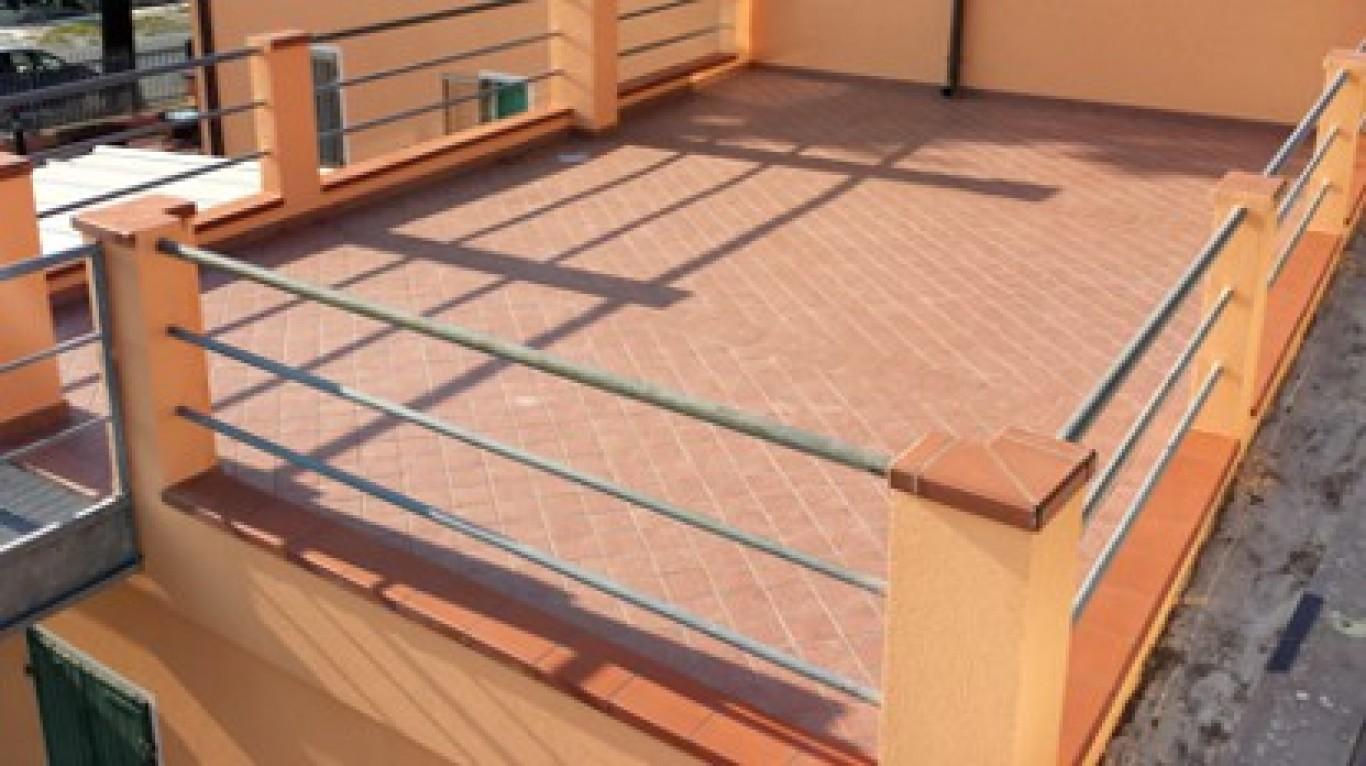 Terrazzi e balconi servizi for Balconi e terrazzi